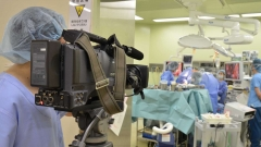 医療系の映像制作の現場。手術室の撮影風景